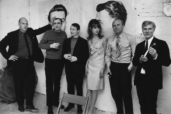 Ken Heyman: v.l.n.r. Claes Oldenburg, Tom Wesselmann, Roy Lichtenstein, Jean Shrimpton, James Rosenquist und Andy Warhol, New York, 1964