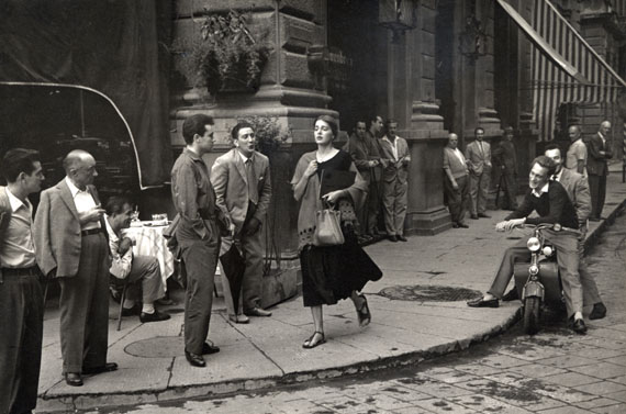 Ruth Orkin: American Girl in Italy, 1951 © Ruth Orkin. Courtesy of Howard Greenberg