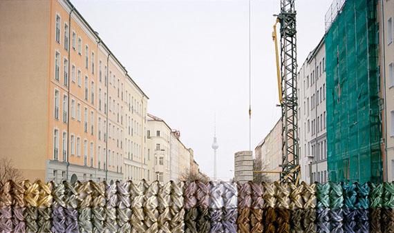 Diane Meyer: BERLIN, BERNAUER STRASSE, 2012, handbestickter Inkjet Print, 5 x 8,25 cm, Ed. 3 + II AP