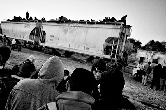 Kadir van Lohuizen: Arriaga station, Mexico - Migrants on their way to the US wait for a train going North © Kadir van Lohuizen | NOOR