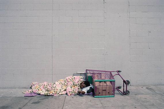 Camilo José Vergara: Towne Ave. between 5th St. and 6th St., Skid Row, L. A., 2003 © Camilo José Vergara