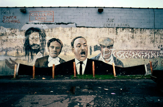 Camilo José Vergara: MLK Jr. Mural at AAA Party Store, E. Warren Ave. at Lenox, Detroit, 2009, painted by Bennie White in 1993 © Camilo José Vergara
