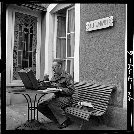 John G. Morris: British war correspondent covering British 2nd army preparing his dispatch; Hôtel du Lion d'or, Bayeux, Normandy, July 28 © John G. Morris (Contact Press Images)
