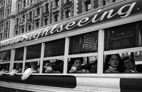 Harold Feinstein: Sightseeing Bus, NYC, 1956