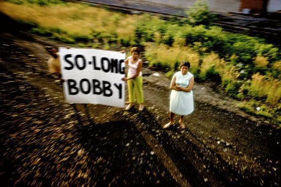 Robert Kennedy funeral train. USA. 1968 © Paul Fusco/Magnum Photos 11