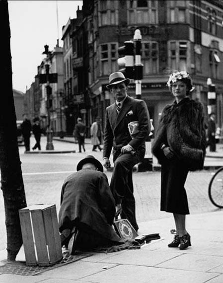 Wolf Suschitzky: Shoe Shine, Charing Cross Road, London, 1937