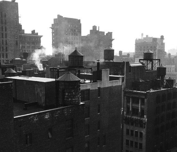 Rudy Burckhardt: Chelseascape 3, New York, 1947 © The Estate of Rudy Burckhardt and Tibor de Nagy Gallery, New York