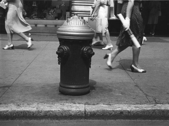 Rudy Burckhardt: Hydrant (Sidewalk XI), New York, 1939 © The Estate of Rudy Burckhardt and Tibor de Nagy Gallery, New York