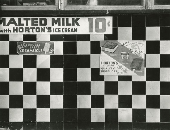 Rudy Burckhardt: An' I've Got a Nickel, New York, 1938 © The Estate of Rudy Burckhardt and Tibor de Nagy Gallery, New York