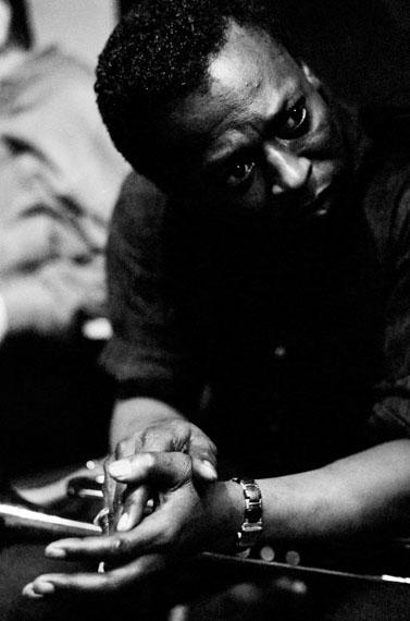 Dennis Stock: Miles Davis im Aufnahmestudio, 1958 © Magnum Photos