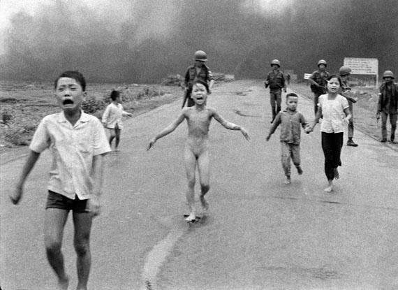 Nick Út: The Associated Press, Napalm-Angriff in Vietnam, 1972 © Nick Út/AP/ Leica Camera AG