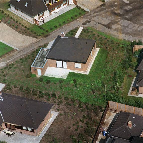 Peter PillerSleeping Houses From Von Erde schöner, 2002-2004C-Print,  25 x 25 cmCourtesy Capitain Petzel, Berlin© Peter Piller/2014 Pro Litteris, Zürich