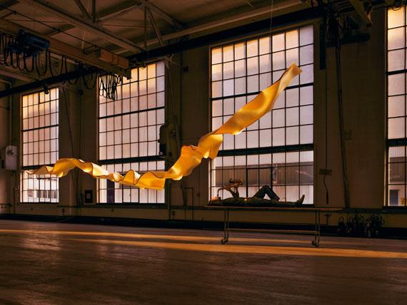 Tom Vack 2006: Golden Ribbon, Design Ingo Maurer 2005Hersteller: Ingo Maurer, München©  Tom Vack