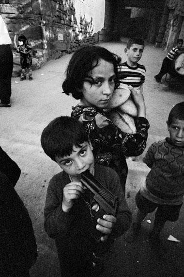 Bread and gun, Kaleici, Ankara, 1970 © Ara Güler