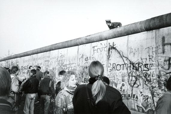 Manfred Hamm: Berlin Tiergarten - Der Fall der Mauer, 1989, s/w Fotografie, 30 x 40 cm, Courtesy Galerie Georg Nothelfer