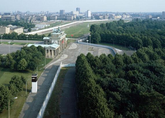 Manfred Hamm: Blick vom Reichstag, 1986, Farbfotografie, Aufl III, 120 x 160 cm, Courtesy Galerie Georg Nothelfer