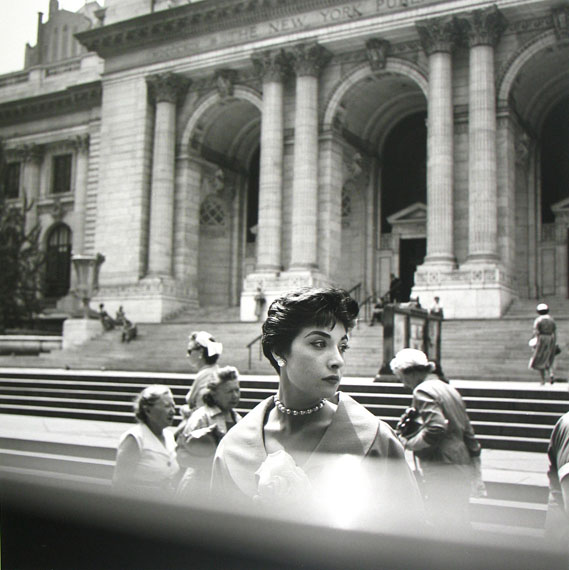 New York, NY, n.d. © Vivian Maier/Maloof Collection / Courtesy Howard Greenberg Gallery, New York