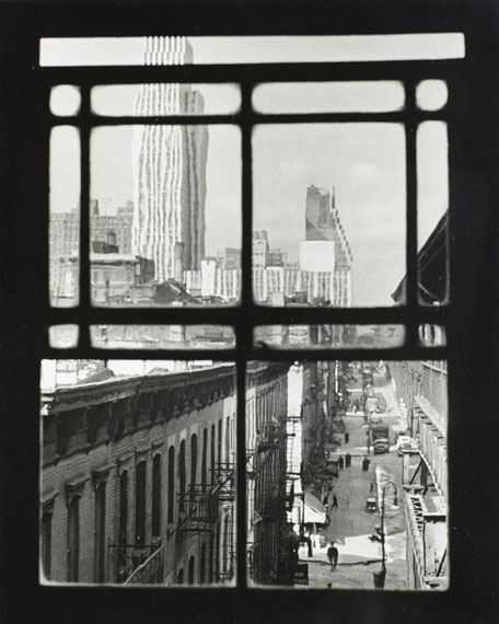 André KERTÉSZTHIRD AVENUEGELATIN SILVER PRINT ON DOUBLE WEIGHT PAPER, CIRCA 1960-1970;25,30 × 20,40 cm for the sheet (9,80 × 7,90 in.)24,60 × 19,70 cm for the image (9,40 × 7,50 in.)Estimate: 1 500-2 500€