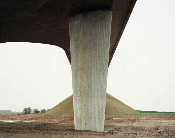 Hans-Christian SchinkA 14, Brücke Freiroda, 1998C-Print121 x 143 cmcourtesy of Robert Morat Galerie