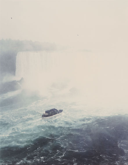Andreas Gursky, Niagara falls, 1989. Chromogenic print on plastic board. 75 x 58 cm (100.8 x 83.5 cm). From an edition of 12. Estimate 60,000 – 80,000 €