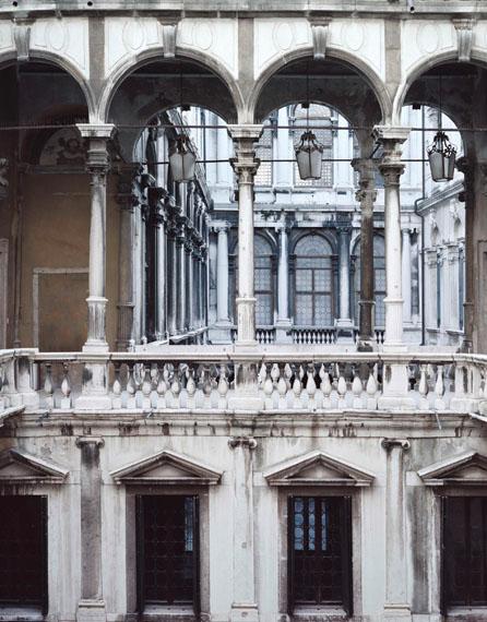 Axel Hütte: CONSERVATORIO DI MUSICA-2, Italy, 2012Inkjetprint auf Glas auf poliertem Edelstahl, 72 X 61 cm, Ed. 6Courtesy: Galerie Nikolaus Ruzicska