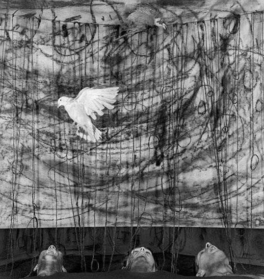 Roger Ballen, Gaping (Gähnen), 2010, aus der Serie: Asylum of the Birds © Roger Ballen