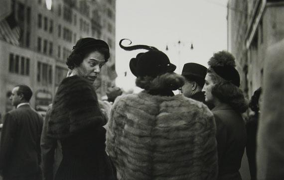 Saul Leiter: Hat, ca. 1952 © Estate of Saul Leiter, Courtesy Howard Greenberg Gallery, New York