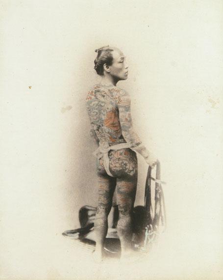 Felice Beato: Tätowierter Mann um 1870