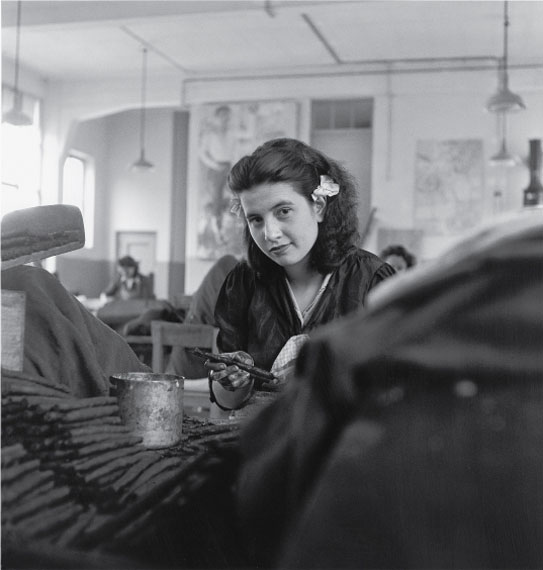 Theo Frey, Worker of the tobacco faсtory, Brissago, 1947© Fotostiftung Schweiz (Swiss Foundation of Photography)