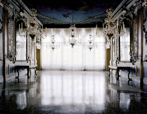 Piazza, Venice, 2008  © Michael Eastman/Courtesy Edwynn Houk Gallery, New York