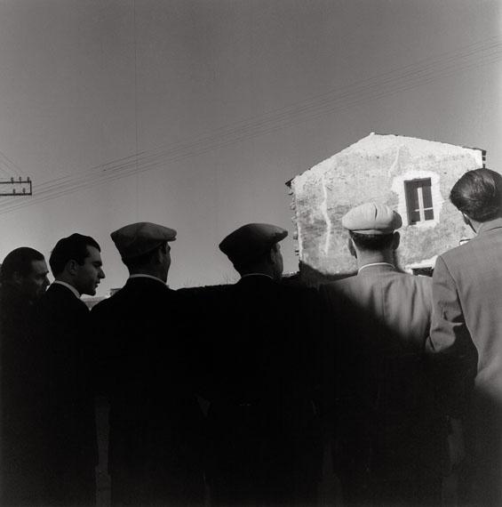 Pablo VoltaCarnevale di MamoiadaFebbraio 1957Ballo Tondo, Orgosolo, Sardegna 1957© Eredi Pablo Volta