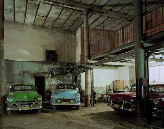 © ROBERT POLIDORI, HAVANA CAR GARAGE, 157 AVENIDA BRAZIL, HAVANA VIEJA, HAVANA, CUBA, 1997
