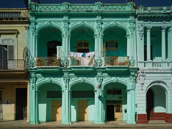 Prado Façade, Havana, 2014 ©Michael Eastman/Courtesy of Edwynn Houk Gallery, New York