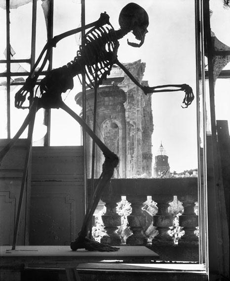 Richard Peter sen.: Tod über Dresden (Kunstakademie, Anatomiesaal), 1945 © SLUB Dresden / Deutsche Fotothek