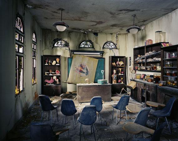 Lori Nix: Anatomy Classroom, 2012 © Lori Nix