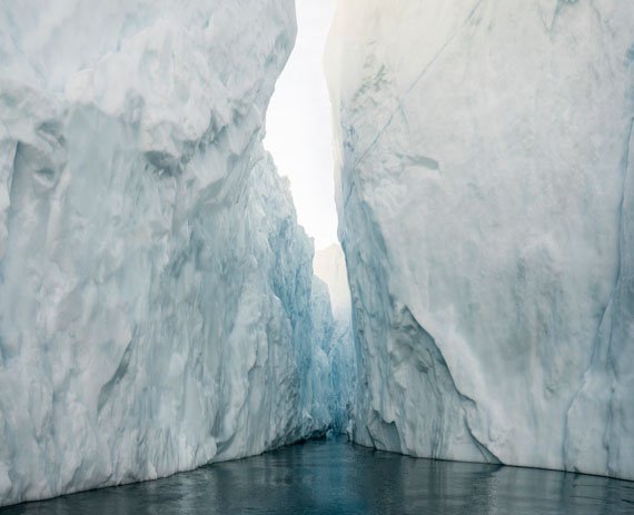 Olaf Otto Becker: Illulissat Icefjord, Canyon between two Icebergs, Greenland 09/2014