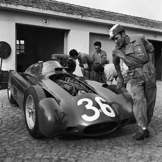 Jesse Alexander. Maserati 250f mechanics, Monza, 1957
