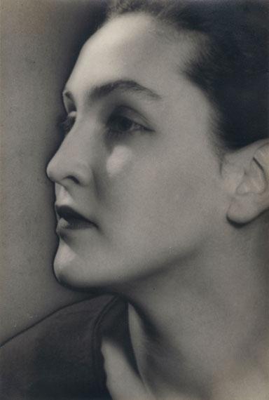 Man RayMeret Oppenheim, 1935Courtesy of Edwynn Houk Gallery