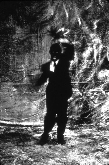 Jeffrey Silverthorne: »He Dances for Her #2«, 1984Vintage Silver Gelatin Print, 43 x 29 cm, from the »Silent Fires« series© Jeffrey Silverthorne. Courtesy Kehrer Galerie, all rights reserved.