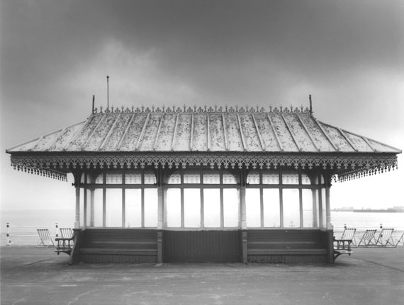 © Sheila Rock: 'Book Weymouth, Bandstand' / Courtesy Johanna Breede PHOTOKUNST