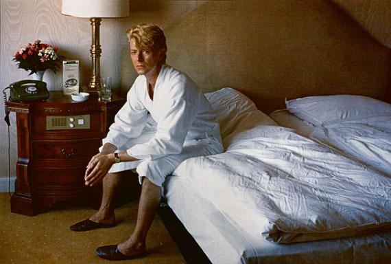 Helmut Newton: David Bowie, bedroom Kempinski Hotel, Berlin 1983© Helmut Newton Estate