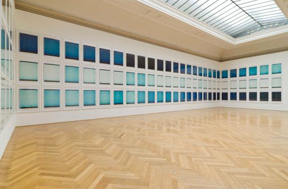 INGE DICKweiß 13.6.96, 5:07 - 20:52 Uhr99 Polaroids, je 94 x 66,5 cm, UnikateInstallation, Landsgalerie Linz, 2008