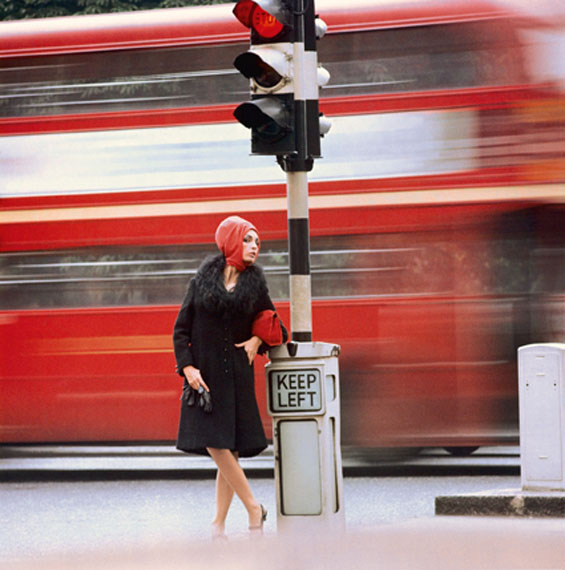 Traffic, 1960 © Norman Parkinson Ltd.  / Courtesy Norman Parkinson Archive