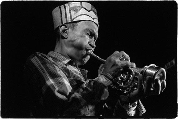 Detlev Schilke: Don Cherry mit Pocket-Trumpet bei einem Konzert im Quasimodo Jazzclub, Berlin, 19.09.1994