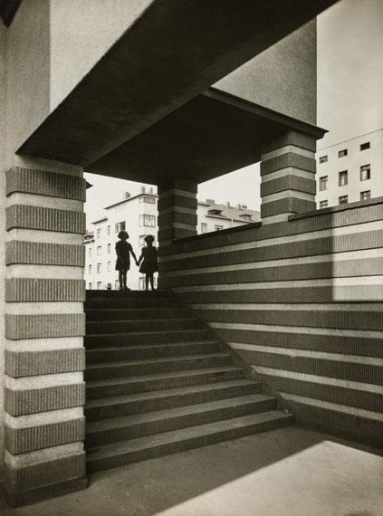 Werner Mantz: Naumannplatz, Naumannsiedlung, Köln-Riehl, um 1929Die Photographische Sammlung/SK Stiftung Kultur/Dauerleihgabe GAG Immobilien AG, Köln© VG Bild-Kunst, Bonn