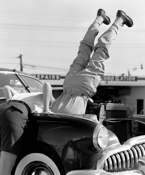 Lawrence Schiller. Gas station worker, 1956