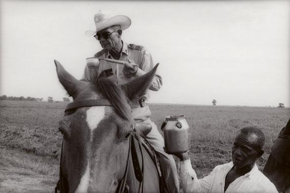 Watering a boss, Ramsey, Texas, 1968 ©Danny Lyon/Courtesy of Edwynn Houk Gallery, New York
