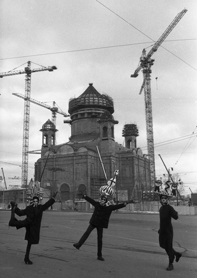 Sergei Borisov. Dance in front of construction site, 1996