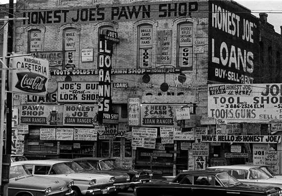© Thomas Hoepker/Magnum Photos: 'Honest Joe's Pawn Broker's shop', Houston Texas 1963, Courtesy Johanna Breede PHOTOKUNST