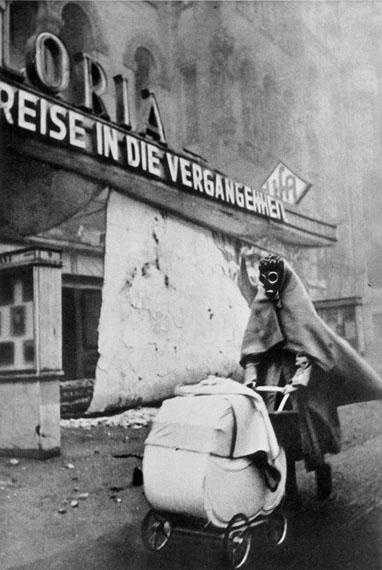 Dr. Wolf StracheBerlin, Kurfürstendamm, 1943© Nachlass Dr. Wolf Strache